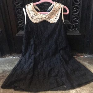 HOLIDAY stretch lace dress with gold collar